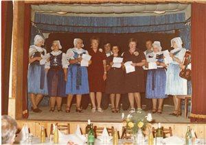 1. ženský spevokol rok 1982 s p. Kolárikom